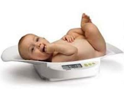 Peser votre bébé en louant un pèse-bébé avec Condorcet Médical Baby